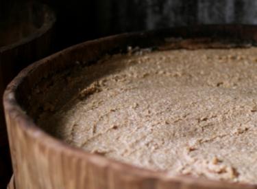 古町糀製造所と峯村醸造と今代司酒造の発酵祭りは味噌盛りが人気!