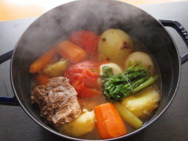 鉄フライパンでキャンプ料理を激変!焚火にも使えるおすすめや選び方